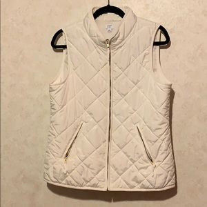 Crown & ivy white quilted patch puffer vest READ